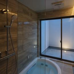 N12-house「回遊テラスのあるガレージハウス」 (浴室)