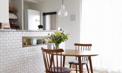 T邸_お気に入りが彩る白いキャンバス (ダイニングテーブル)