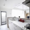 T邸_お気に入りが彩る白いキャンバスの写真 キッチン