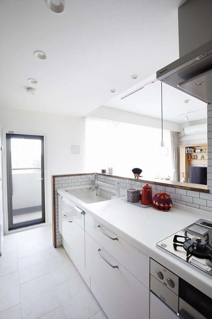 T邸_お気に入りが彩る白いキャンバス (キッチン)