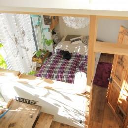 カラフルな異素材ハウス (寝室)
