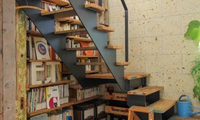 カラフルな異素材ハウス (階段)