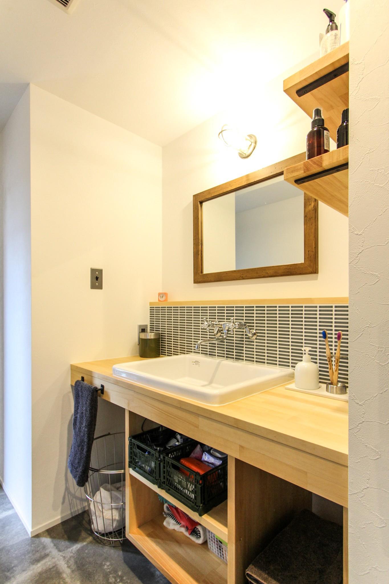バス/トイレ事例:洗面室(ざっくり、荒々しく)