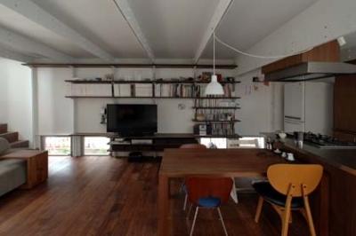 収納棚のある空間 (小路の家)