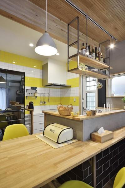 キッチン (仕舞う、飾るを楽しむ開放的空間)
