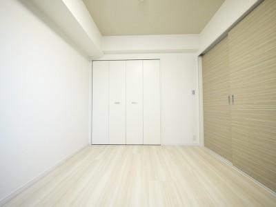 洋室3 (タイルで高級感ある玄関・廊下に)