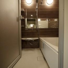 タイルで高級感ある玄関・廊下に (バスルーム)