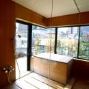 千駄ヶ谷のコンクリート打放しの写真 桧の浴室