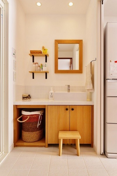 洗面スペース (東京都国立市K様邸 ~漆喰で育つ感性~)