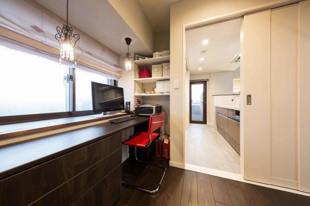 洗練された空間。都市の暮らしを楽しむ理想のリノベーション (奥様の専用スペース)