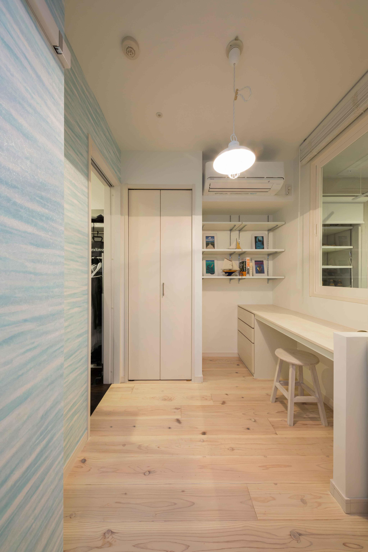 書斎事例:ご主人専用の個室(洗練された空間。都市の暮らしを楽しむ理想のリノベーション)