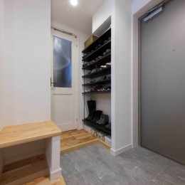 適材適所。住まいの可能性を引き出したリノベーション (広々とした玄関)