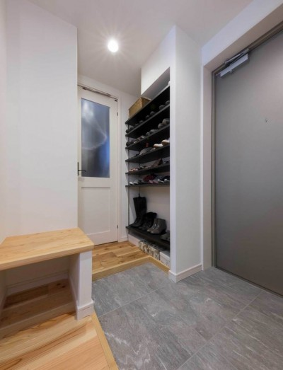 広々とした玄関 (適材適所。住まいの可能性を引き出したリノベーション)