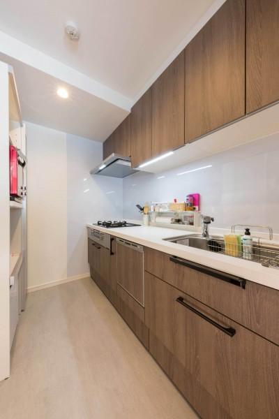 適材適所。住まいの可能性を引き出したリノベーション (シンプルで使いやすいI型キッチン)