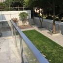 C邸 自由に暮らすフルリノベーションの写真 ルーフテラスから見た庭