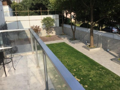 ルーフテラスから見た庭 (C邸 自由に暮らすフルリノベーション)