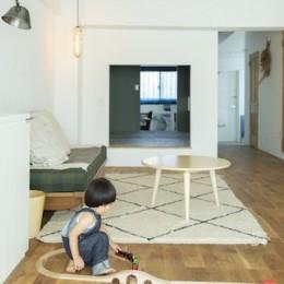 ミュージアムのような白い空間を、回遊性のある間取りにリノベーション