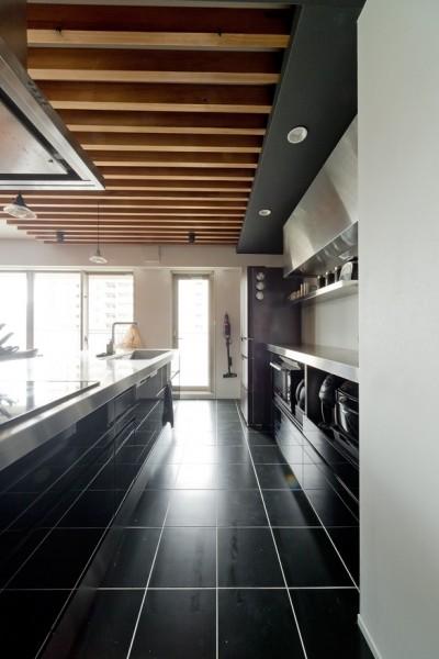 キッチン (白×黒×ハンモック)