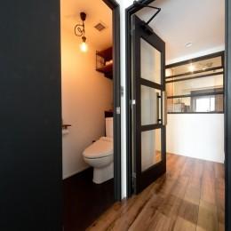 白×黒×ハンモック (トイレ)