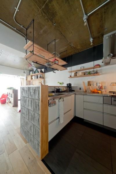 キッチン (裸足が心地よい床)