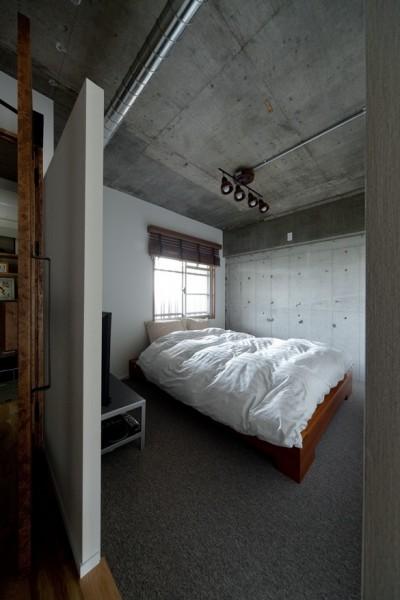寝室 (緩く間仕切る)