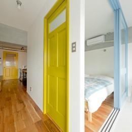 好きな色たちを集めてリノベーション (寝室)