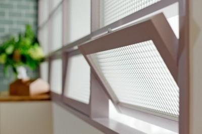 室内窓 (好きな色たちを集めてリノベーション)