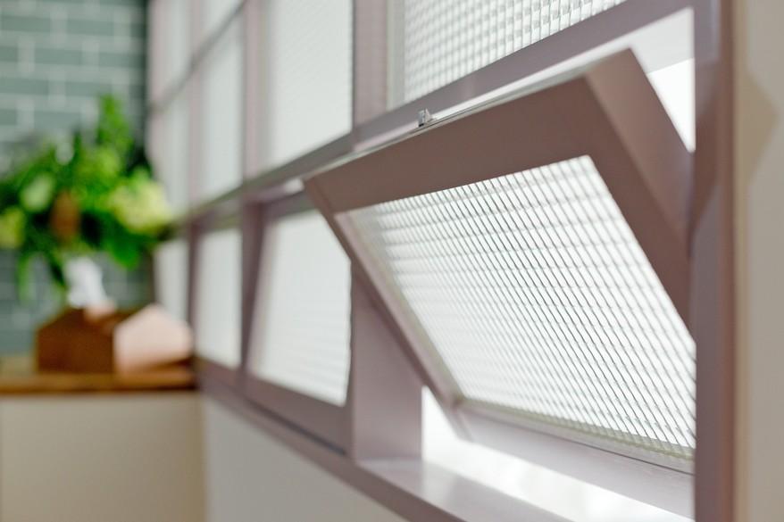 好きな色たちを集めてリノベーション (室内窓)