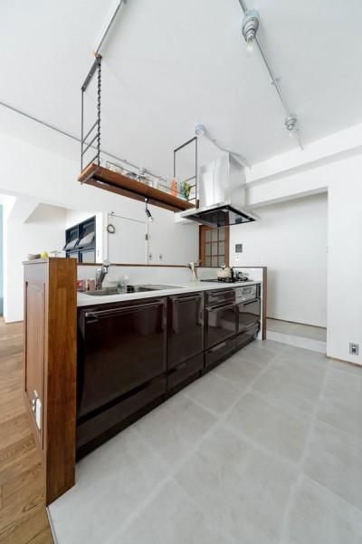 キッチン (こだわりの木材の似合う家)