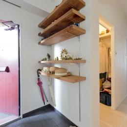 こだわりの木材の似合う家 (玄関)