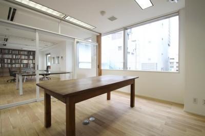 会議室 (居心地の良いオフィス空間でクリエイティブな発想を。)