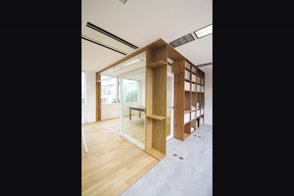 居心地の良いオフィス空間でクリエイティブな発想を。 (会議室)