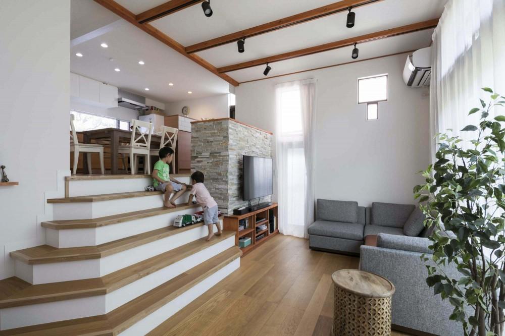 浜田山の家|スタイリッシュなNYスタイルの空気が漂う大階段のリノベーション (LDK)