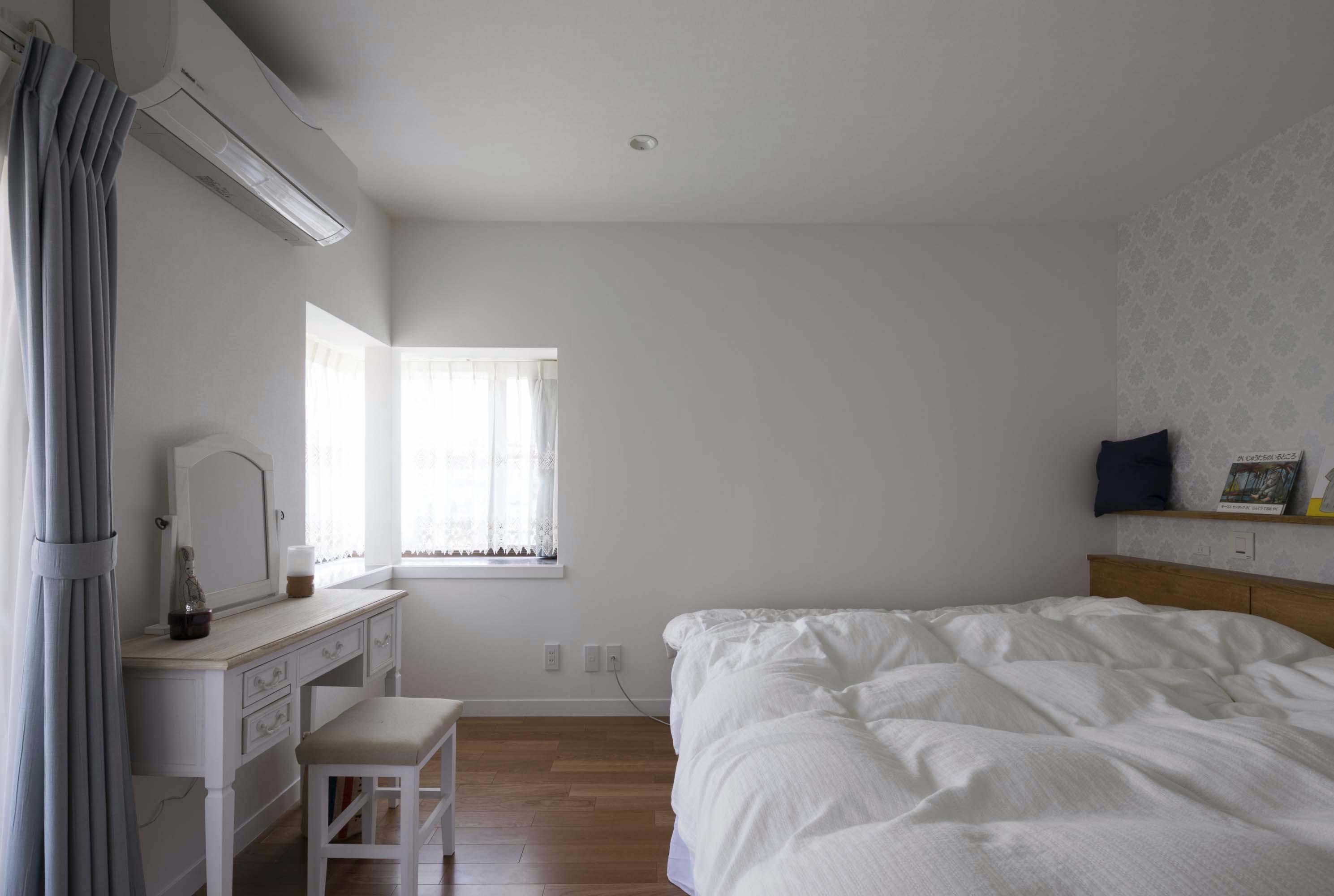 ベッドルーム事例:主寝室(浜田山の家 スタイリッシュなNYスタイルの空気が漂う大階段のリノベーション)