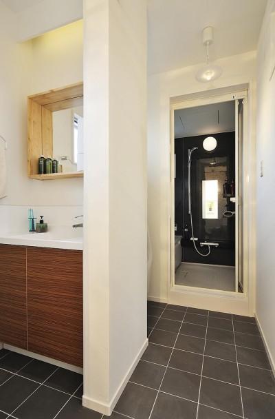 洗面室・浴室 (自然を切り取るフレーム)