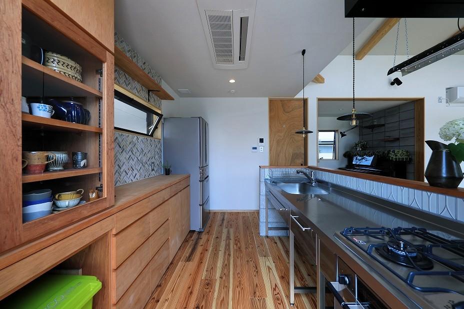 甲斐元町の家~遊び心のある家~ (キッチン)