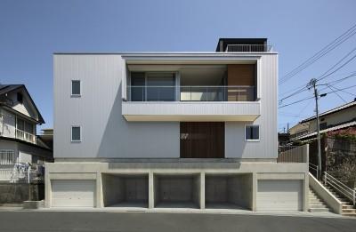 グラバー邸の見える家 (長崎の高台に位置して 長崎の風景を楽しんで生活する住宅です)