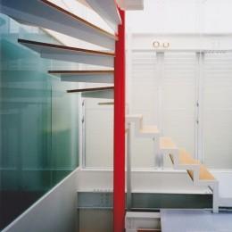 光と風が流れる家|O HOUSE (階段)