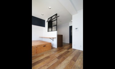 LD|小上がり×室内窓×壁面収納。特別な家族空間に。