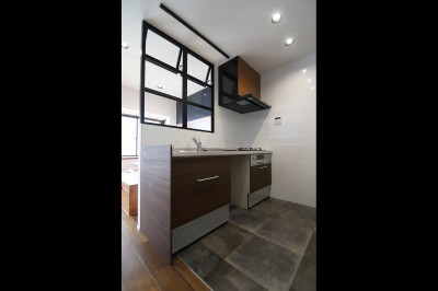 キッチン (小上がり×室内窓×壁面収納。特別な家族空間に。)