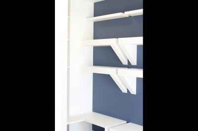収納 (小上がり×室内窓×壁面収納。特別な家族空間に。)