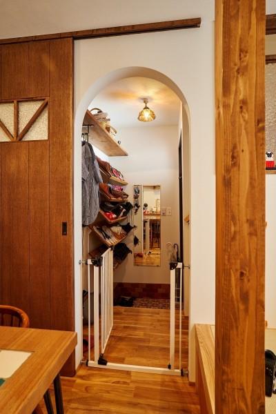 木と風の家の仲間に加わった梯子とタイル【戸建て】の玄関 (木と風の家の仲間に加わった梯子とタイル~戸建てリノベーション~)