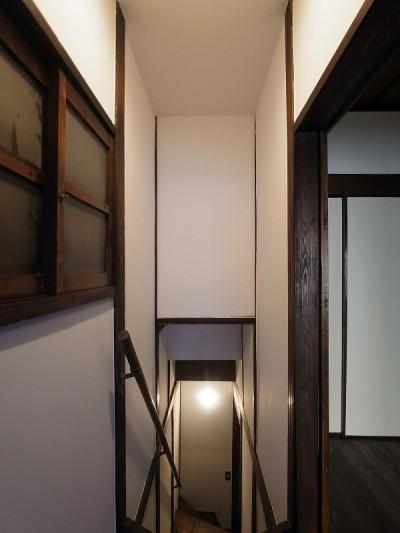 2階 階段室 (築60年 下町町屋の耐震改修)