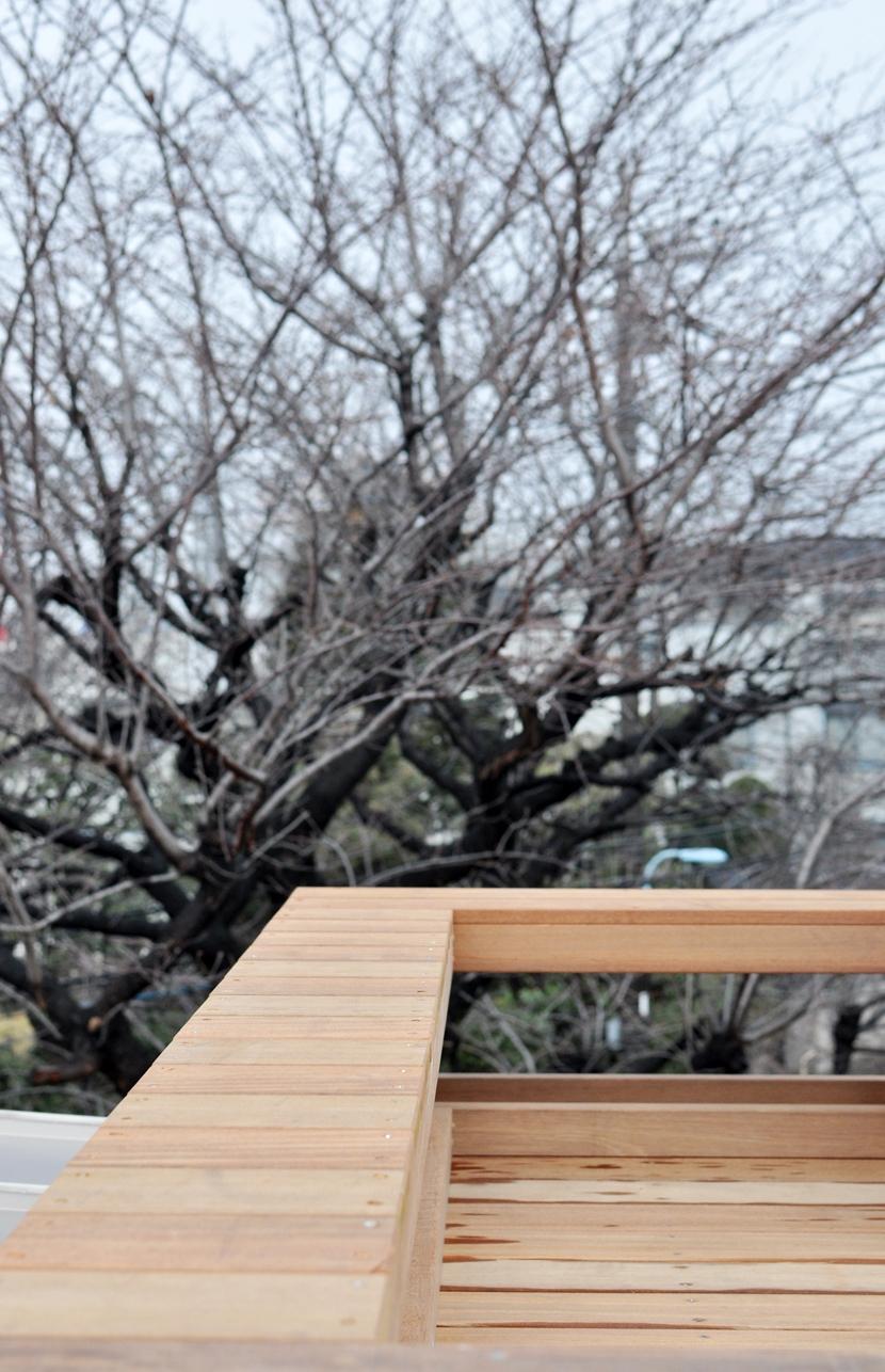 松庵の家 樹々と共生する家の写真 屋上デッキ