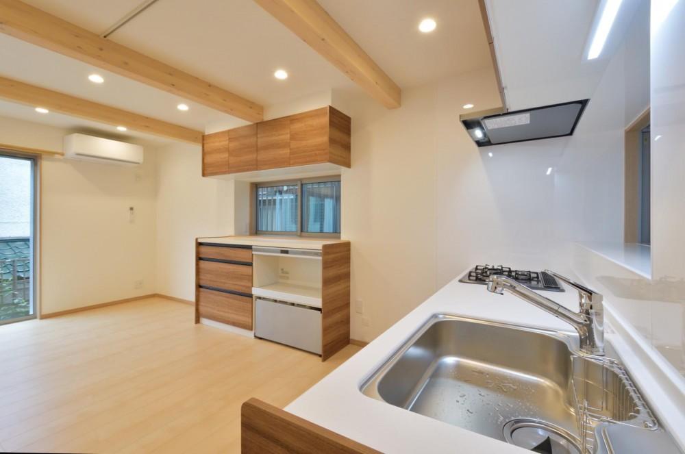 当社自慢の腕利き大工さんによる手作り階段&全面リフォーム (キッチン)