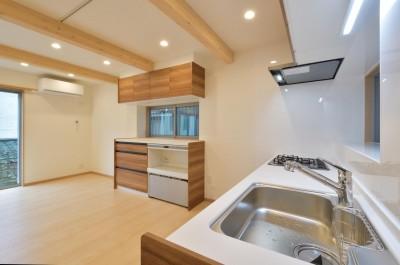 キッチン (当社自慢の腕利き大工さんによる手作り階段&全面リフォーム)