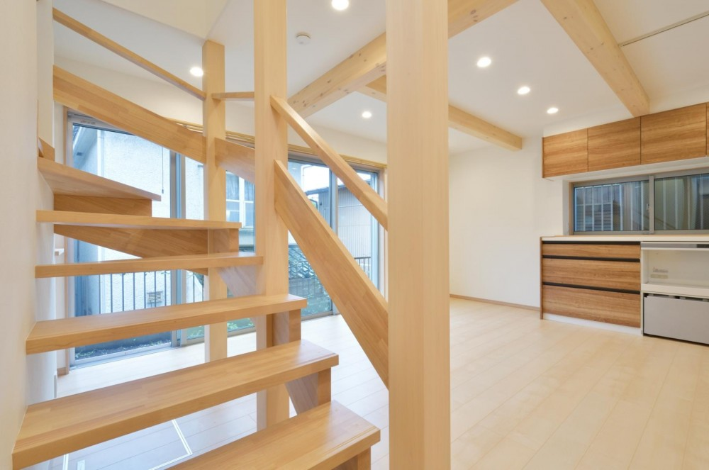 当社自慢の腕利き大工さんによる手作り階段&全面リフォーム (階段)