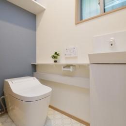 当社自慢の腕利き大工さんによる手作り階段&全面リフォーム (トイレ)