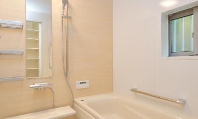 当社自慢の腕利き大工さんによる手作り階段&全面リフォーム (浴室)