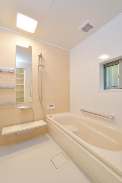 浴室 (当社自慢の腕利き大工さんによる手作り階段&全面リフォーム)